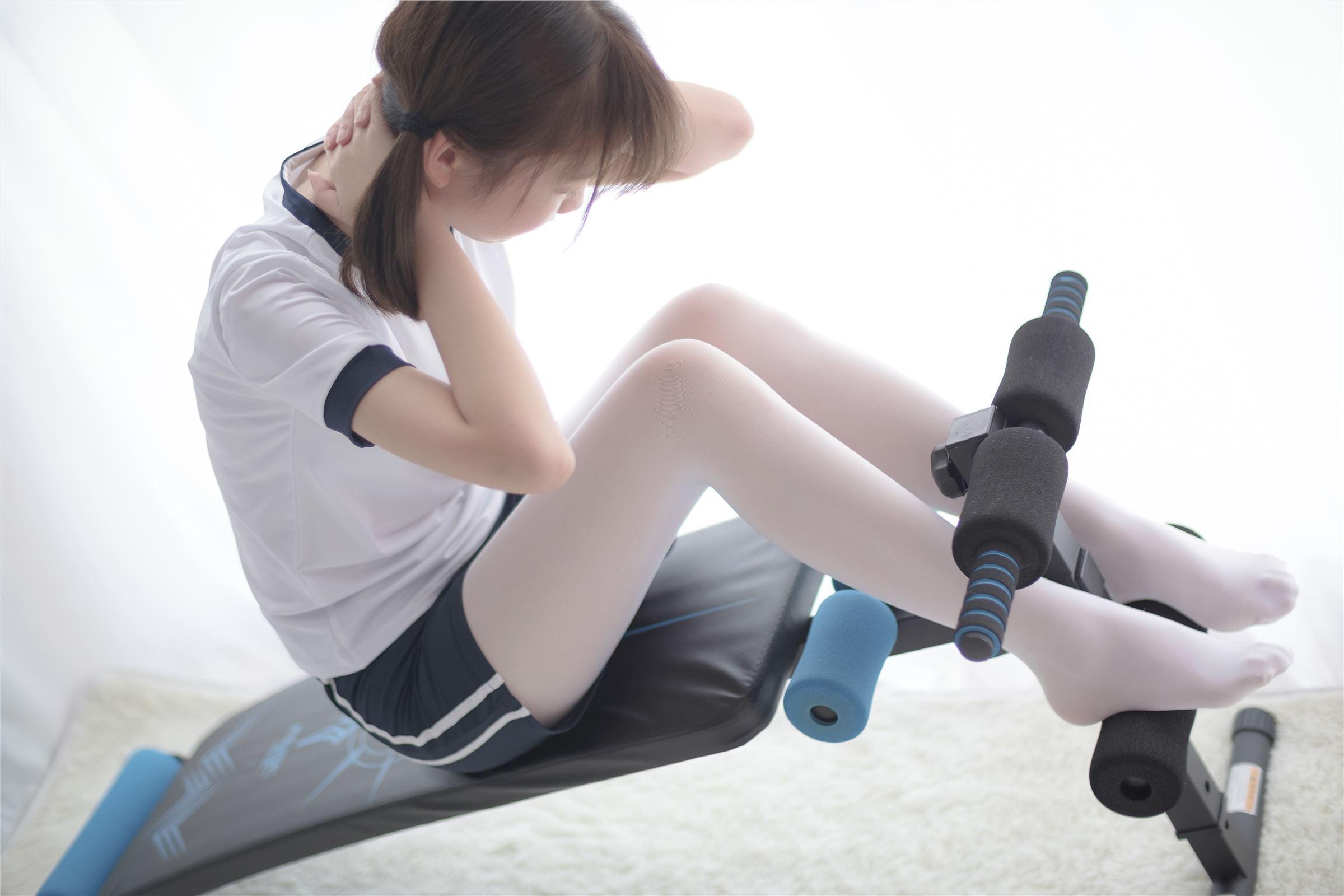 森萝财团 萝莉丝足写真 R15-013 白丝运动少女