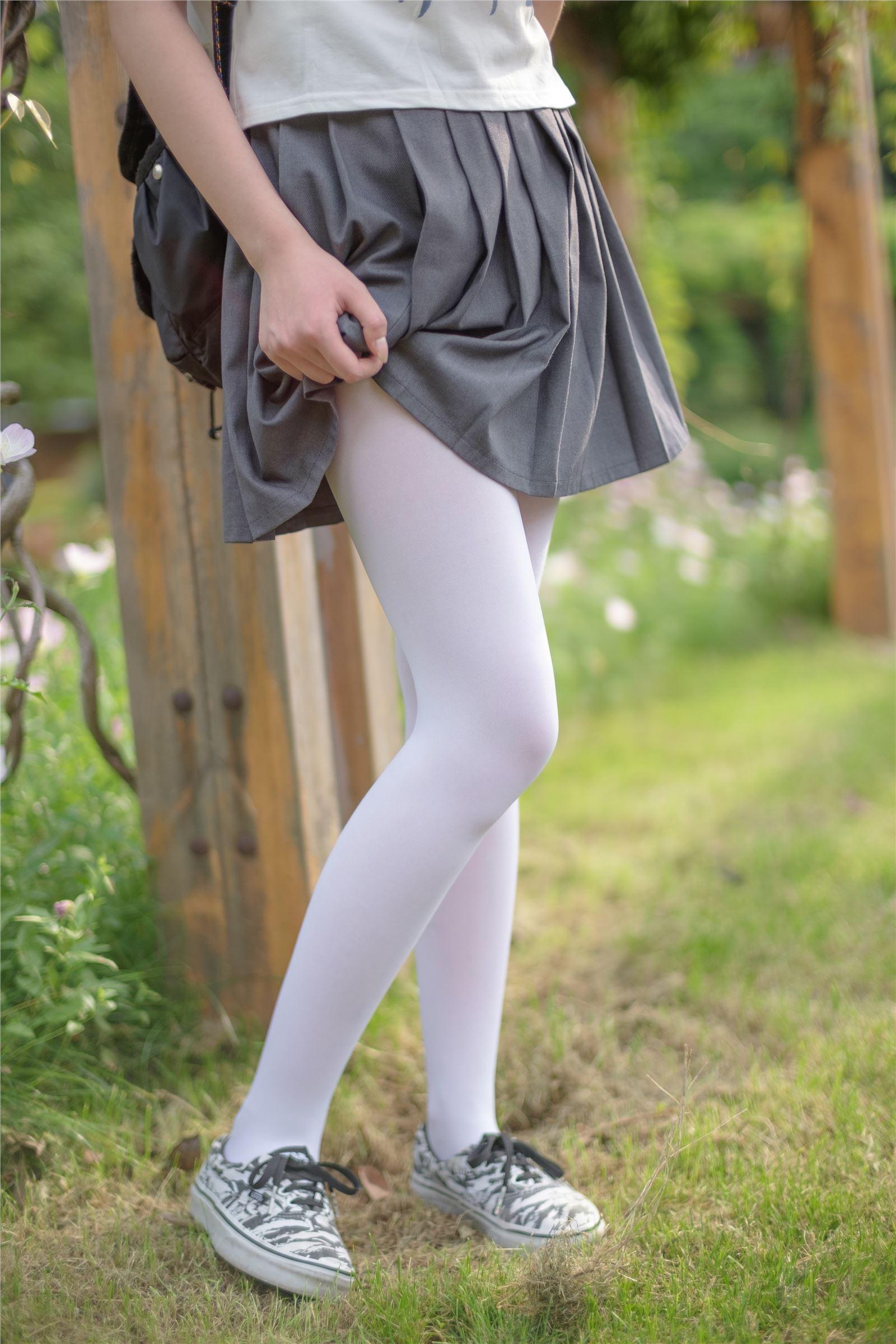 森萝财团 萝莉丝足写真 R15-014 白丝妹妹游园