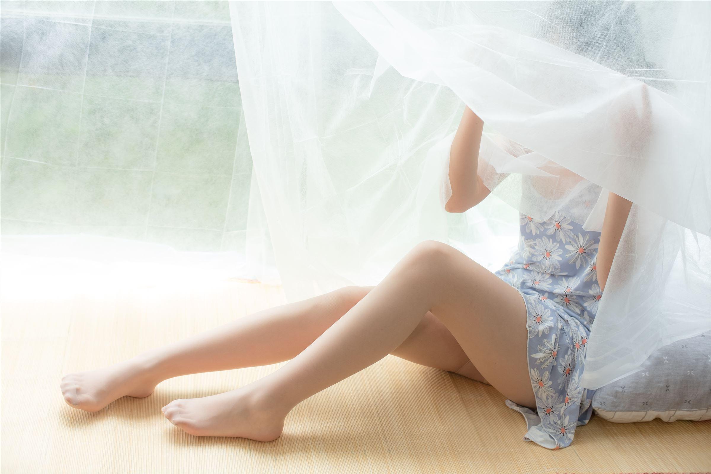 森萝财团 萝莉丝足写真 X-028