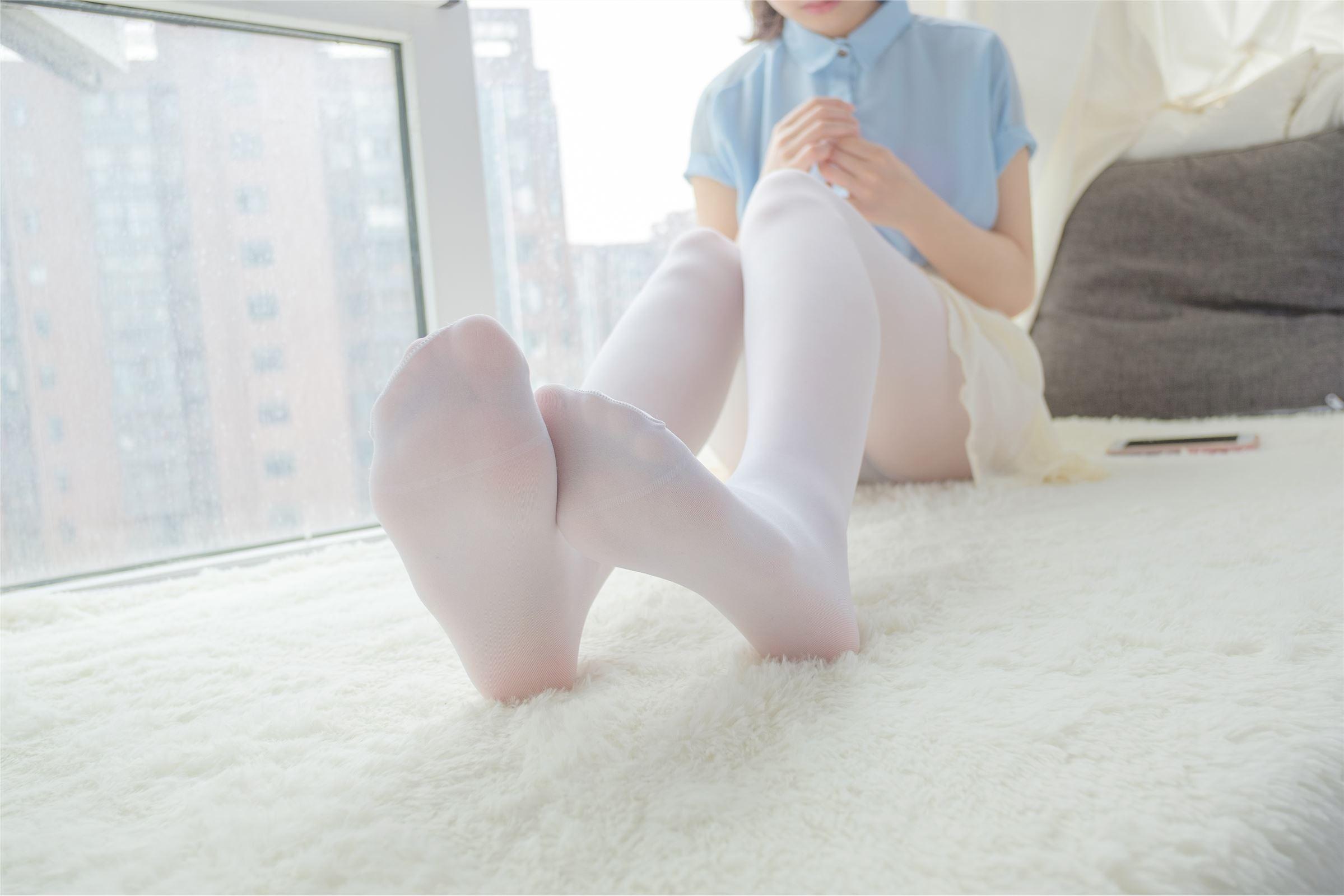 森萝财团 萝莉丝足写真 R15-007 窗台上的薄纱少女