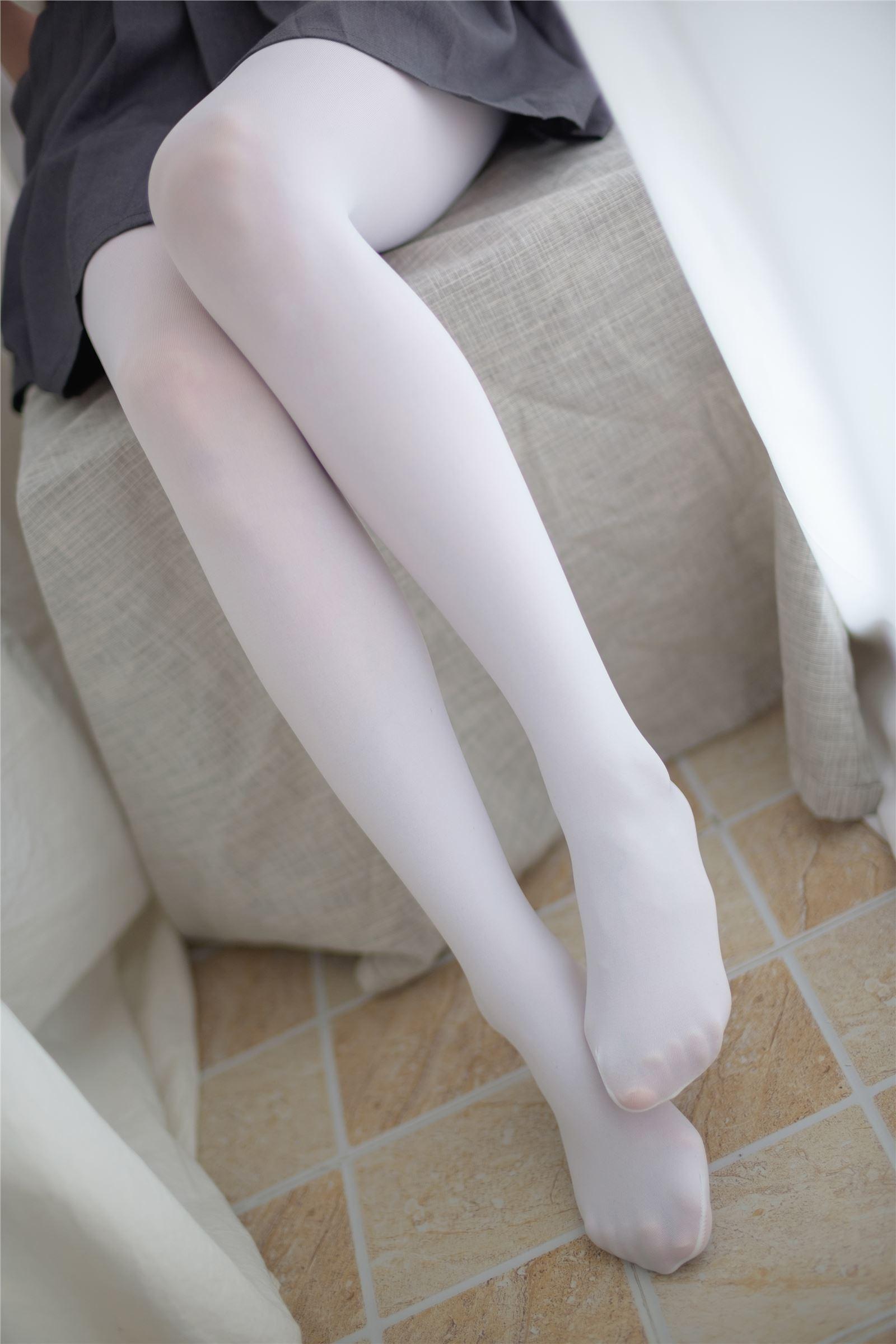 森萝财团 萝莉丝足写真 R15-010 羞嗒嗒的白丝MM