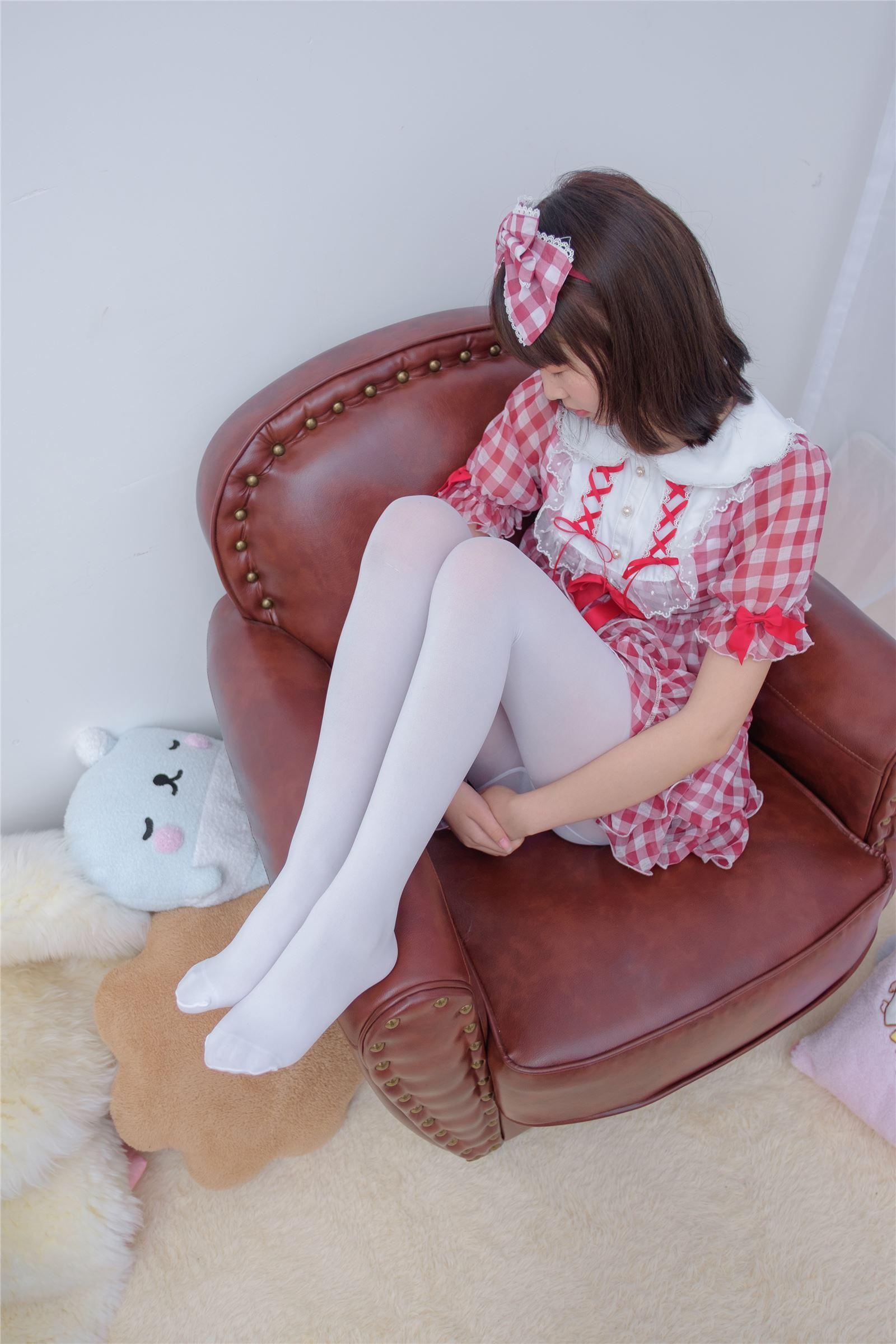 森萝财团 萝莉丝足写真 R15-011 红色格子裙白丝MM