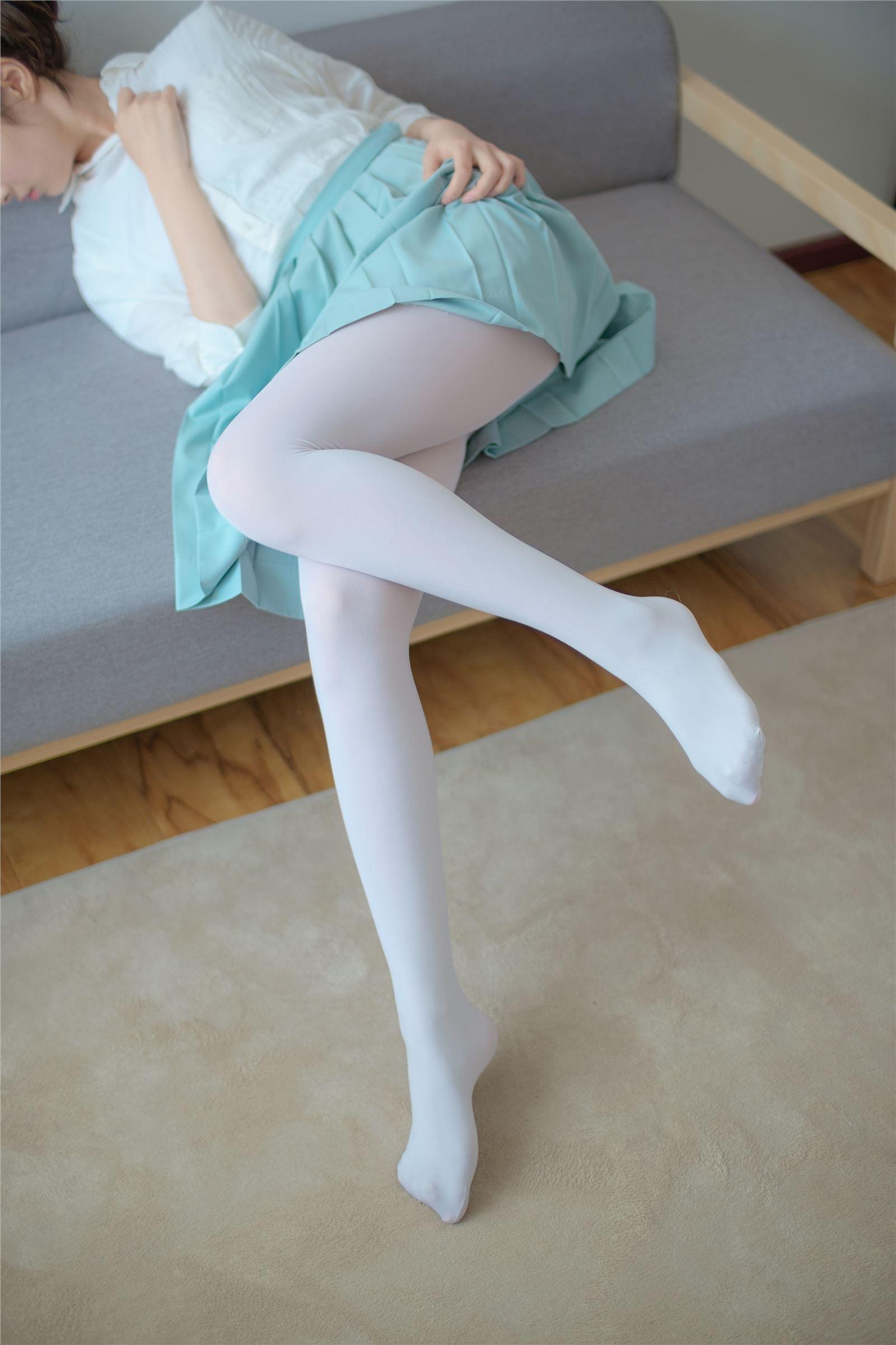 森萝财团 萝莉丝足写真 R15-003 水嫩白丝