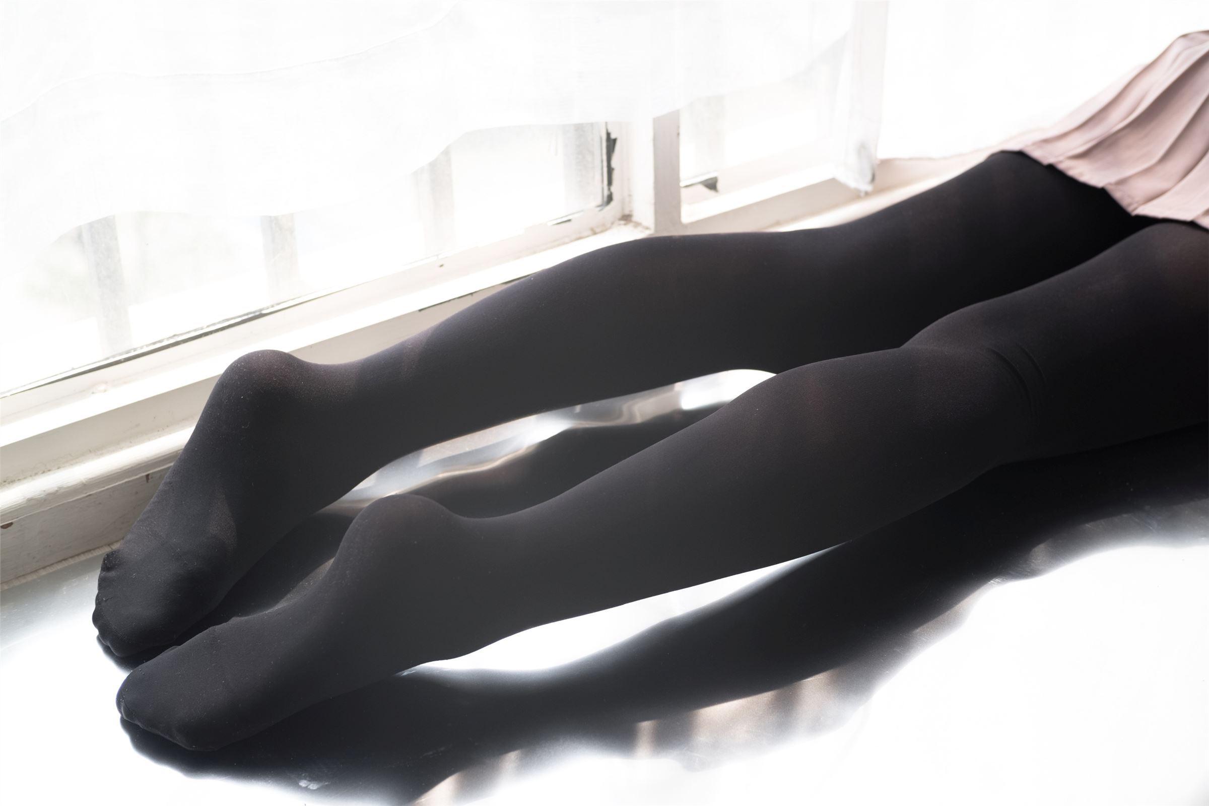 森萝财团写真 - R15-029  慢慢脱下你的黑丝
